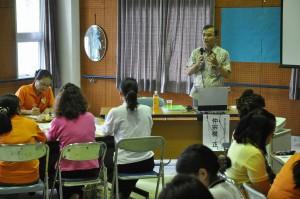 仲宗根さんがワクチンと予防接種について講演した=7日、平良保健センター
