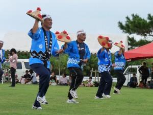 川満の「笠踊り」は、豊年祈願などで踊られる