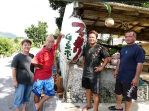 海上観光と併せウミンチュ料理に力をいれる。左から八重子さん、正吉さん、正樹さん、真樹さん