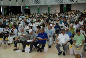 約800人の組合員が参加した報告会=28日、JAおきなわ宮古地区事業本部大ホール
