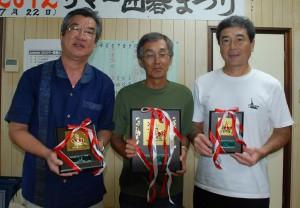 C組入賞者(左から伊波四段、水野四段、平良二段)