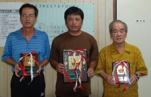 A組入賞者(左から砂川五段、知念六段、野原六段)