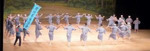 第1回の「特選 沖縄の伝統芸能」で、先島を代表して「荷川取のクイチャー」が披露された=9月28日、国立劇場おきなわ