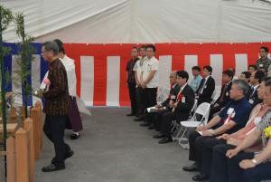 安全祈願祭では翁長知事らが玉串をささげた=8日、那覇港構内