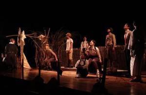 悲惨な戦争の中でも夢や希望を持ち続けた人たちから平和な現代に「大切なもの」が語りかけられた=25日、マティダ市民劇場