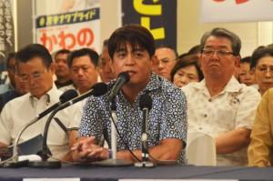 参院選での自らの政策を発表する安里繁信氏=22日、那覇市内のホテル