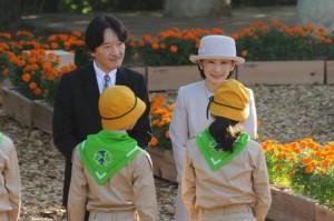 第43回全国育樹祭で来沖した秋篠宮ご夫妻=14日、糸満市の平和創造の森公園