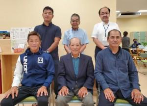 ふしゃぬふ観光協会の友利会長(前列中央)と役員の皆さん