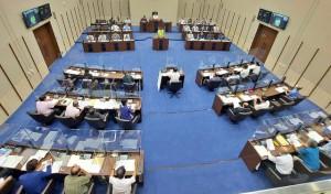 市議会9月定例会の一般質問最終日=21日、市議会議場